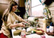 Ev işlerine yardımcı bayan